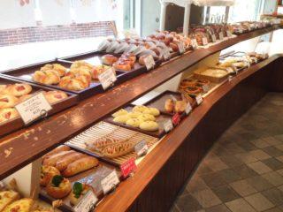 【鎌倉 利々庵】御成通り裏。お惣菜・菓子パンから食パンまで、ふわふわで優しい味のパン屋
