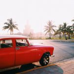 キューバ・ハバナ旧市街のクラシックカー