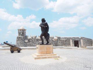 世界遺産・ハバナ旧市街を散策して観光スポット巡り!②ビエハ広場・プエルト通り・要塞・マレコン通り
