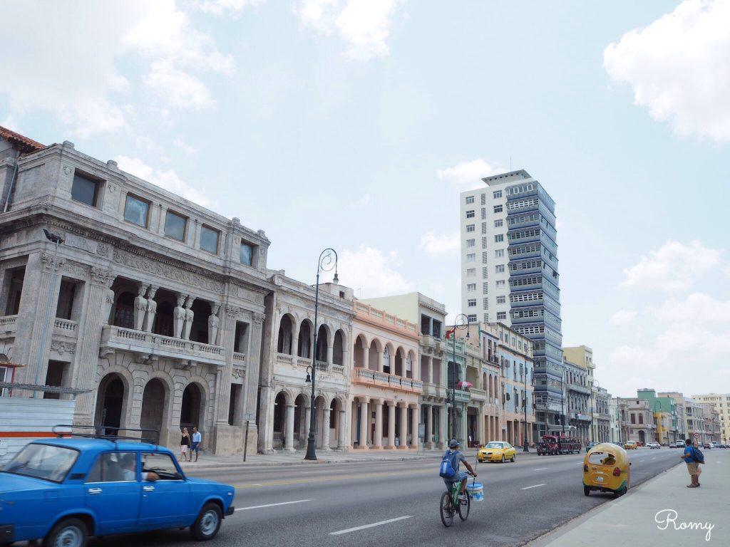 ハバナ旧市街からマレコン通りへ