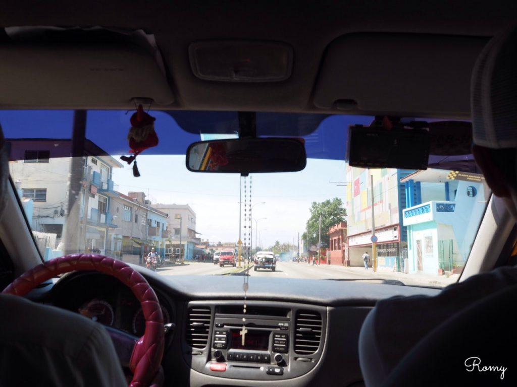 タクシーから見たハバナの街並み