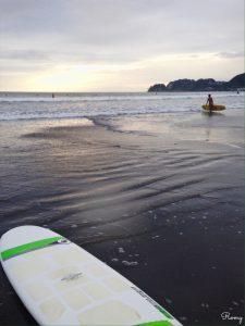 鎌倉・材木座海岸の夕焼けと『ミニノーズライダー』