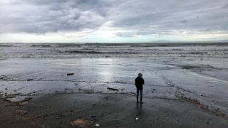 台風のあとの鎌倉・材木座海岸