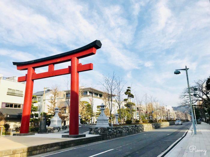 鎌倉「鶴岡八幡宮」の参道・段葛入り口にある二の鳥居