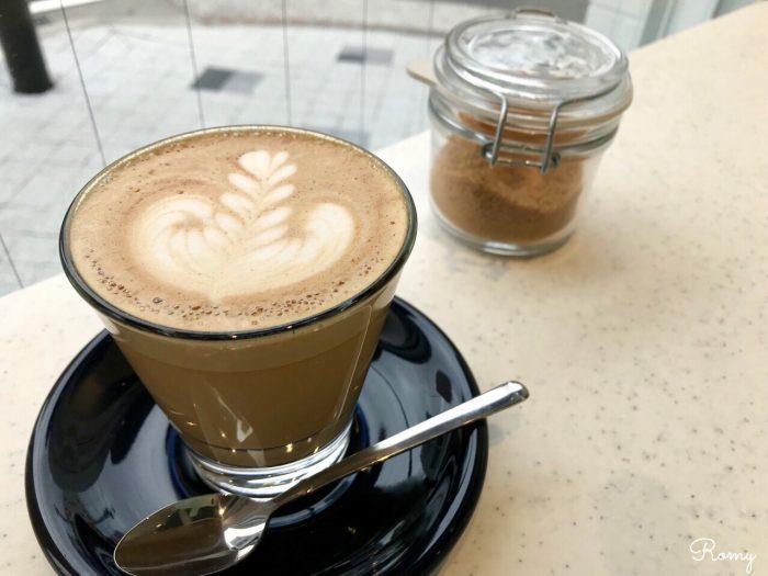 逗子のカフェ「ブリーザーコーヒー(BREATHER COFFEE)」