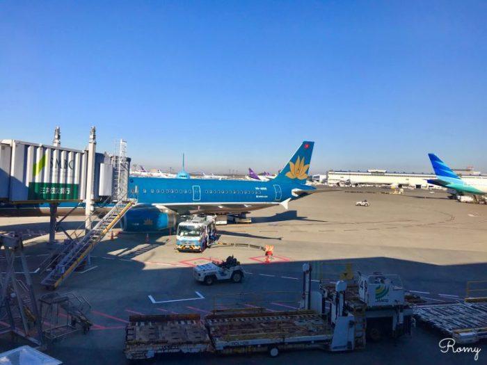 成田空港のベトナム航空機