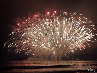 2018年第70回鎌倉花火大会は雲に覆われていたものの、水上花火やキティちゃん花火に感動!