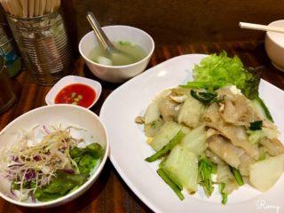 【タイの食堂 バーン フア ドン】鎌倉駅前の雰囲気も味も本場さながらのタイ料理店