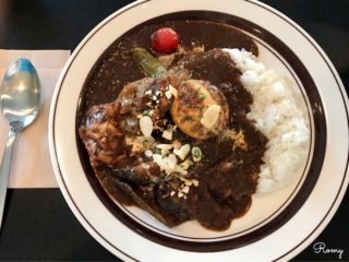 【ウーフカレー/Woof curry】鎌倉長谷のカフェ空間でゆったり味わう欧風カレー