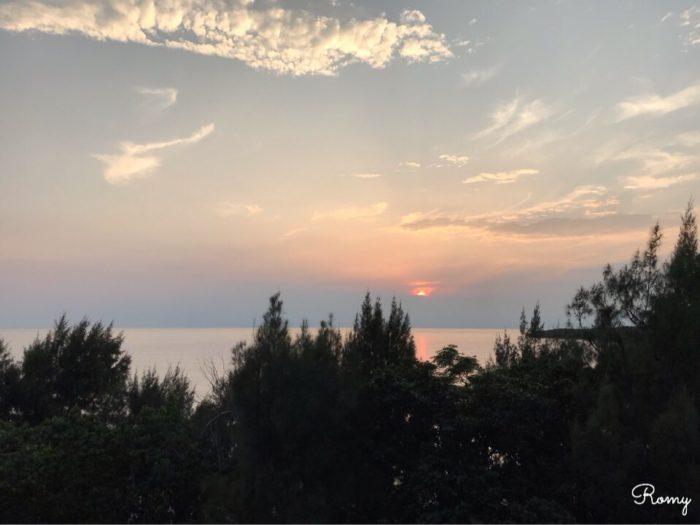 「ホテル ニラカナイ西表島」のテラスから見た夕焼け
