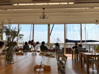 【ロンハーマンカフェ 逗子マリーナ店】ヨットハーバーと海を眺めながら優雅な時間を