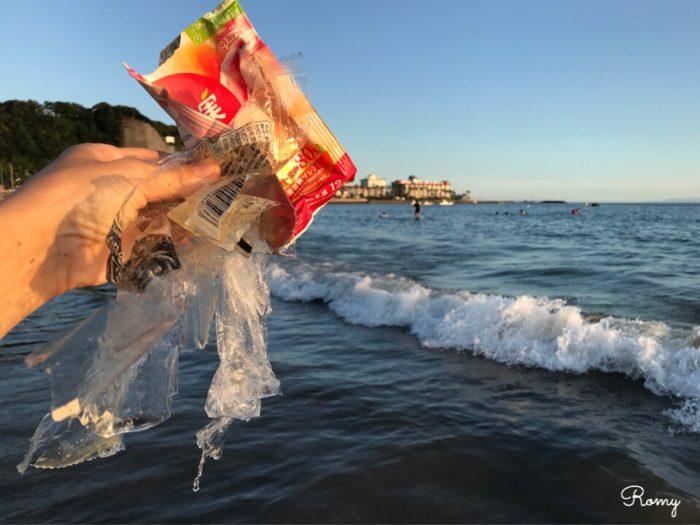 鎌倉の材木座海岸にあったプラスチックごみ