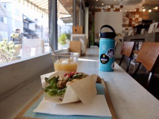 【HOUSE YUIGAHAMA】由比ヶ浜通りのカフェ。美味しいコンブチャとWi-Fiあります♡