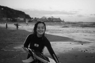 サーフィン後、材木座海岸にて